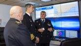 El Capitán de Corbeta, el totanero Diego Cánovas Cánovas, atiende la visita de SM el Rey Felipe VI en el Cuartel General dentro de la Operación Atalanta de la Unión Europea en Somalia
