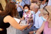 Pareja homenajea a Francisco Sánchez López, con motivo de su centenario