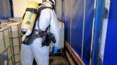 Bomberos del CEIS neutralizan un derrame de ácido clorhídrico de un camión que circulaba por Santomera