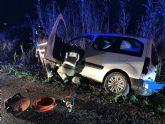 Servicios de emergencia rescatan y trasladan a un herido en accidente de tráfico en Totana