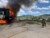 Apagan el incendio de dos remolques y evitan un incendio forestal en Canara