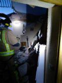 Trasladan al hospital a dos heridos al colapsar la terraza de su vivienda
