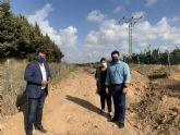 El alcalde y el director general de Medio Natural supervisan las labores de limpieza de la Vereda del Vinco