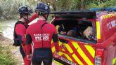 Rescatan a una mujer y su perro que habían caído al río en Cieza