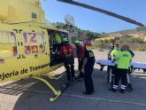 Bomberos rescatan y evacúan por aire a un senderista herido en el Puntal del Moco