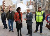 La consejera de Presidencia y el alcalde visitan las obras del colector pluvial en el Camino del Molino