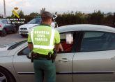 La Guardia Civil investiga a un conductor por delito de falsedad documental de la pegatina de la ITV,  en la carretera RM-533