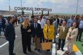 La nueva rotonda de acceso al polideportivo de Mazarr�n mejora la fluidez del tr�fico en una v�a por la que transitan 5 millones de veh�culos al año