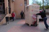 Proyecto Abraham cede uno de sus contenedores de ropa a Cruz Roja