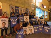 Comienza la campaña electoral con la pegada de carteles en Puerto Lumbreras