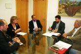 Autoridades municipales se reúnen con los responsables de la compañía promotora del proyecto fotovoltaico de Totana