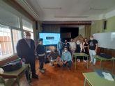 T�cnicos de D�Genes imparten una charla sobre enfermedades raras a profesores del IES Valle de Leiva