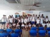 Los jóvenes de Cruz Roja protagonizan una jornada de limpieza en playas