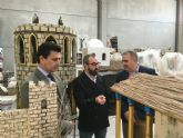 El director general de Artesanía, Francisco Abril visitó 'las cocinas' del nuevo 'Belén de España'