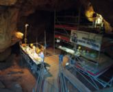 Cultura lleva al museo de la factoría romana la exposición del yacimiento de cueva victoria
