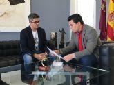 El alcalde se reúne con el ingeniero de caminos de San Javier, Justo Botella para conocer su proyecto de instalación de una compuerta en el Estacio