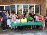 Comienza el programa de festejos del Centro Municipal de Personas Mayores de la plaza Balsa Vieja, con el tradicional reparto de granizado de limón a los usuarios y socios