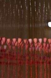 La sala 'La Capilla' de la UMU acoge la instalación 'Lluvia roja' de Concha M. Montalvo