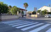 Repintados los pasos de cebra en los entornos de los centros docentes del municipio