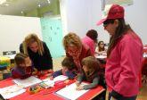 Los niños torreños dibujan el cartel de la procesión infantil de la Semana Santa