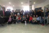 El alcalde recibe a un grupo de estudiantes franceses que se encuentran de intercambio lingüístico en el municipio