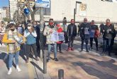 [The hoteliers gather before San Esteban to denounce the mistreatment of the sector