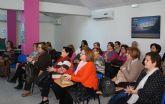 El alcalde ofrece a la asociación de mujeres 'Isabel González' torreña la charla 'Invierno y gripe'