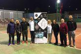 Un usuario torreño de Cáritas disfruta ya de unos audífonos gratuitos gracias a la escuela de tenis Las Torres Entre Raquetas