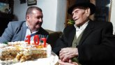El alcalde felicita al 'T�o Juan Rita', el vecino m�s longevo de Totana e Hijo Adoptivo de la Ciudad, con motivo de su 107 cumpleaños