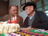 El alcalde felicita a Juan Tudela Piernas, el 'Tío Juan Rita', el vecino más longevo de Totana, con motivo de su 108 cumpleaños