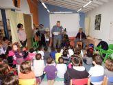 La narradora Clara Garc�a enseña a los padres a contar cuentos