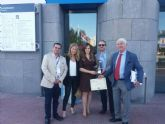 Rebeca Pérez recoge el premio Escoba de Platino por la creación de la Oficina Municipal del Grafiti