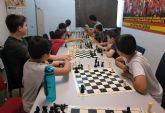30 jóvenes participan en un taller de ajedrez en el polideportivo municipal
