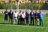 Nuevo césped artificial en el campo de fútbol de Blanca, financiado por el Plan de Obras y Servicios