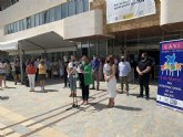 MInuto de silencio en San Javier por las ninas de Tenerife y la joven asesinada en Estepa