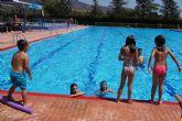 Continúan las actividades deportivas para jóvenes y adultos en las piscinas municipales dentro del programa 'Verano Polideportivo´2017'