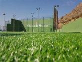 El Ayuntamiento instala un nuevo c�sped en el campo de f�tbol de El Pra�co