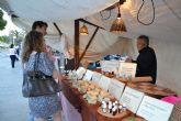 Decenas de artesanos muestran sus productos este domingo en el Mercado de la Sal