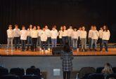 Cerca de 300 escolares participan en el popular festival escolar de villancicos
