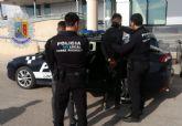 Agentes de Policía Local de Torre Pacheco detienen a dos jóvenes por perpetrar un robo en el interior de un vehículo en el Barrio de Fátima