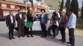 Hacienda entrega al Ayuntamiento de Puerto Lumbreras un turismo para servicios municipales