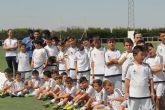 El exjugador del Real Madrid Ángel Pérez asiste a la clausura de la Escuela Socio-Deportiva de Fútbol de Puerto Lumbreras