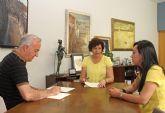 El Ayuntamiento y el Grupo de Coros y Danzas Virgen del Rosario firman un convenio para fomentar el folklore en Puerto Lumbreras
