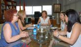 La alcaldesa de Campos de Campos del Río se reúne con la consejera de Educación para solicitar mejoras en el CEIP San Juan Bautista