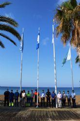 Mazarrón iza las banderas que ponen de manifiesto la calidad turística de sus playas