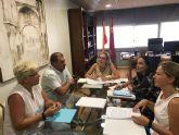 Autoridades municipales se reúnen con la consejera de Educación y su equipo directivo