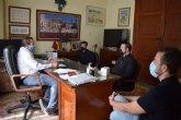 El nuevo párroco de San Miguel mantiene su primer contacto oficial con el Ayuntamiento