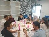 """""""El Candil"""" lleva a cabo un desayuno-encuentro entre empresarios de la zona y participantes del programa AVANZA"""