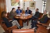 El consejero de Agua mantiene un encuentro con representantes de la Comunidad de Regantes