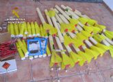 La Guardia Civil desactiva 26 cohetes gran�fugos hallados en un almac�n